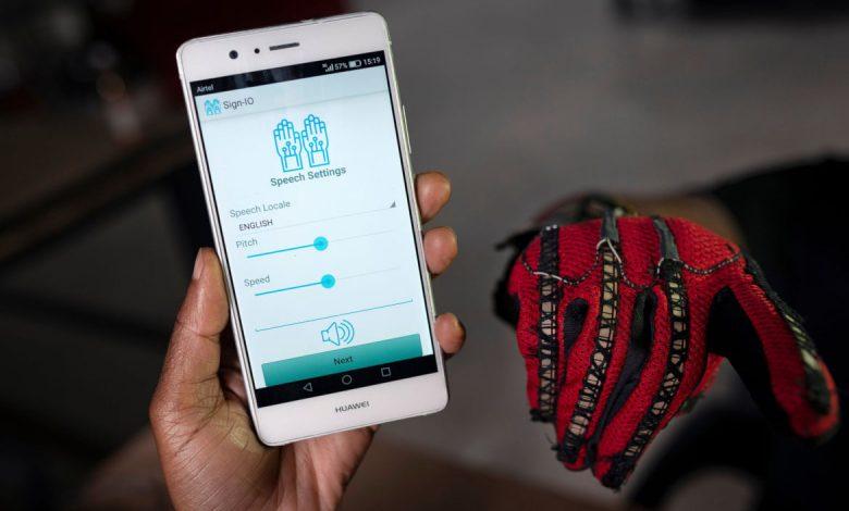 Photo of Sign-IO : Traduire la langue des signes en voix avec un gant connecté au smartpone