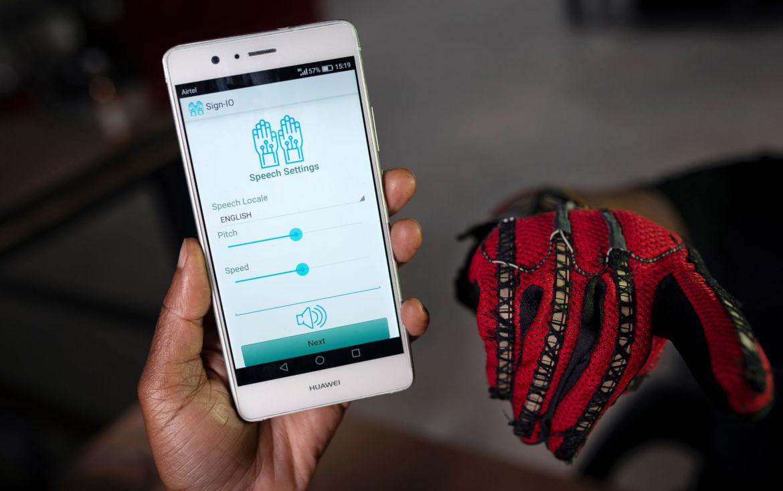 Sign-IO, gant connecté pour traduire la langue des signes